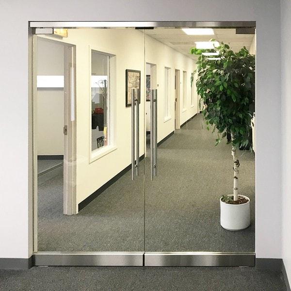 Стъклена врата двойна