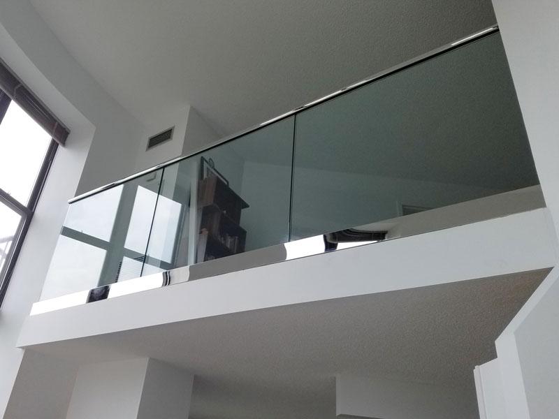 Парапет от стъкло
