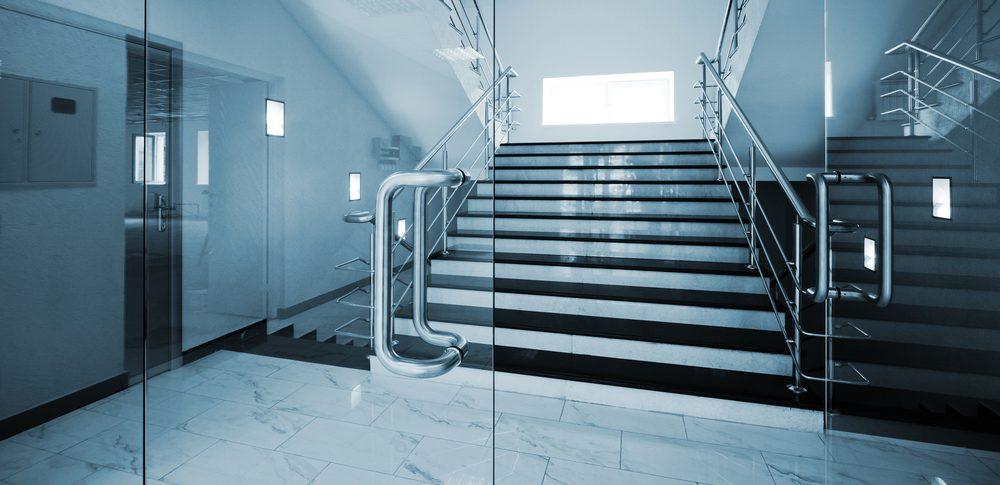 Преграда за стълбище