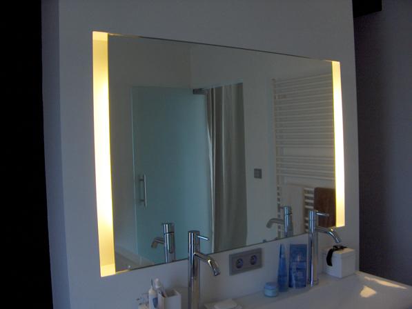 Светещо огледало