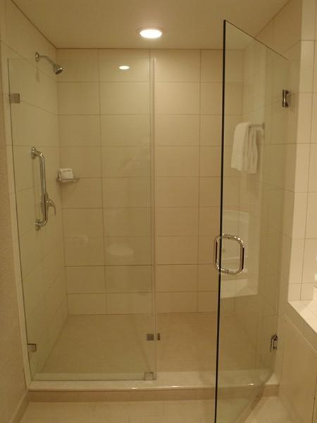 душ кабина в хотел